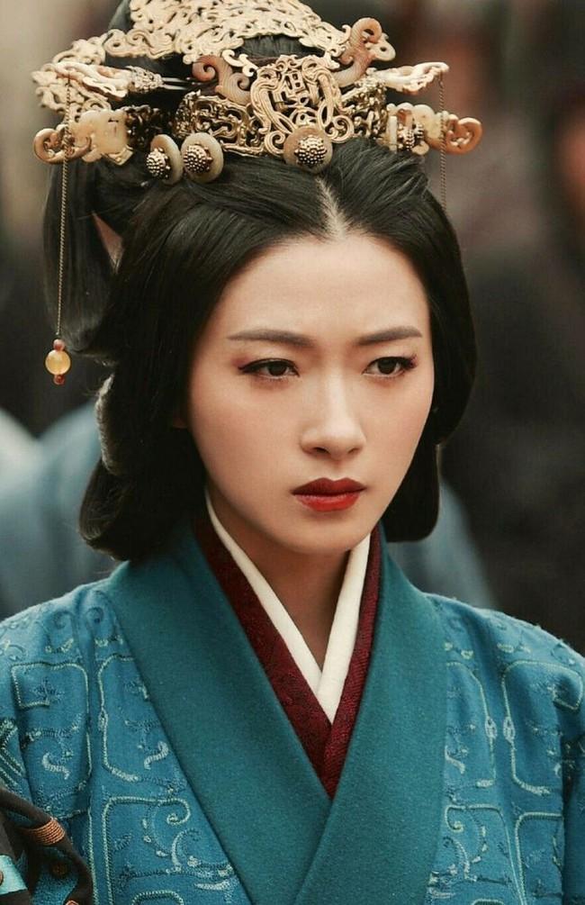 Có bàn tay đặc biệt, nữ nhân này được Hoàng đế sủng hạnh, 14 tháng hoài thai hạ sinh long chủng liền bị ban chết với lý do khó tin - Ảnh 2.