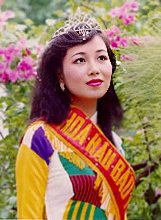 Hoa hậu giỏi ngoại ngữ nhất Việt Nam: Đăng quang mấy chục năm vẫn chưa ai vượt được, cách dạy con ra sao ai cũng phải sửng sốt? - Ảnh 1.
