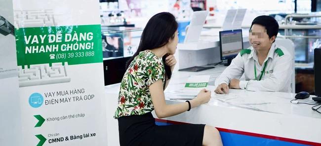 Làm thủ tục gia hạn thẻ Visa, khách hàng bất ngờ bị thông báo nợ xấu dù không vay của FE Credit - Ảnh 1.
