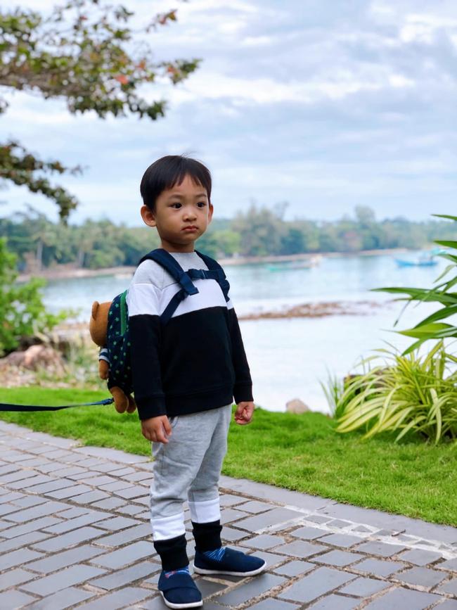Con trai Thúy Diễm gần 3 tuổi vẫn phải đóng bỉm, mẹ sốt ruột xin kinh nghiệm tập bỏ và đây là cách để bé bỏ bỉm ngon ơ chỉ trong 1 tuần - Ảnh 1.
