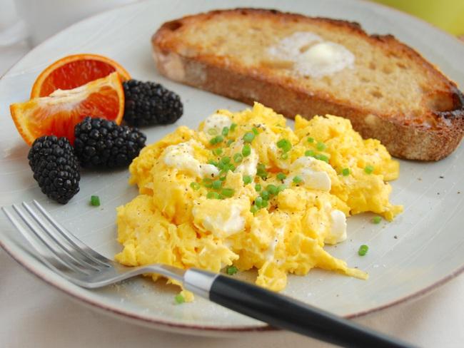 Làm trứng bác phô mai bằng lò vi sóng,  - Ảnh 13.