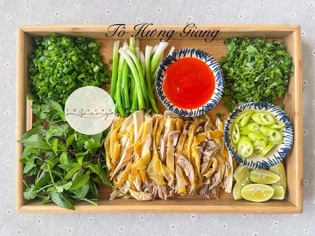 Mẹ đảm bày cách nấu phở gà Hà Nội thơm ngon chuẩn vị truyền thống, nước dùng trong, thơm béo, ăn là nghiền! - Ảnh 4.