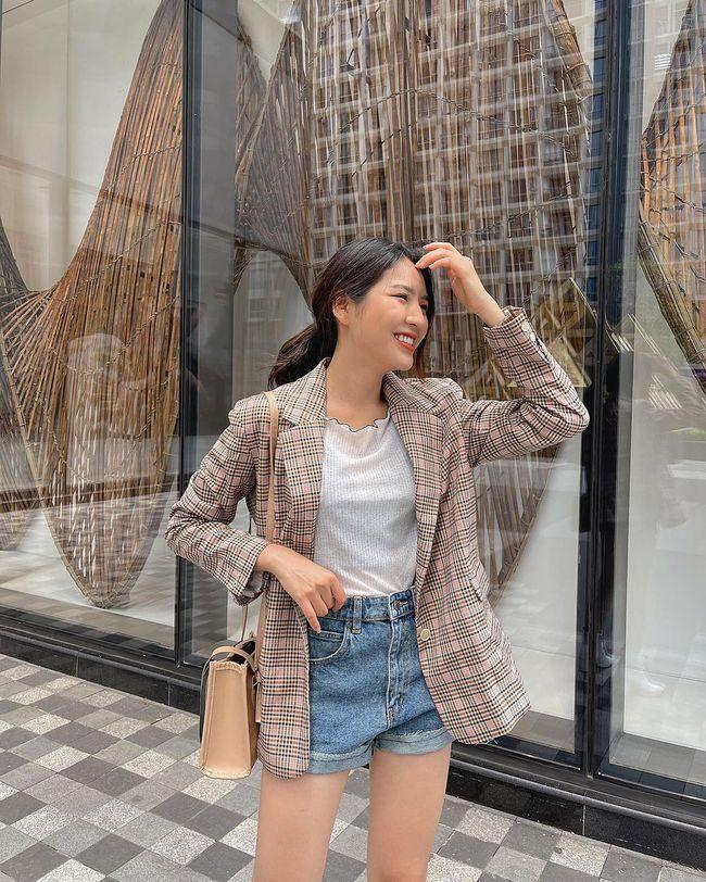 """Song Hye Kyo cứ diện quần shorts là hay bị """"fail"""", chị em xem mà rút ra được kha khá bài học - Ảnh 6."""