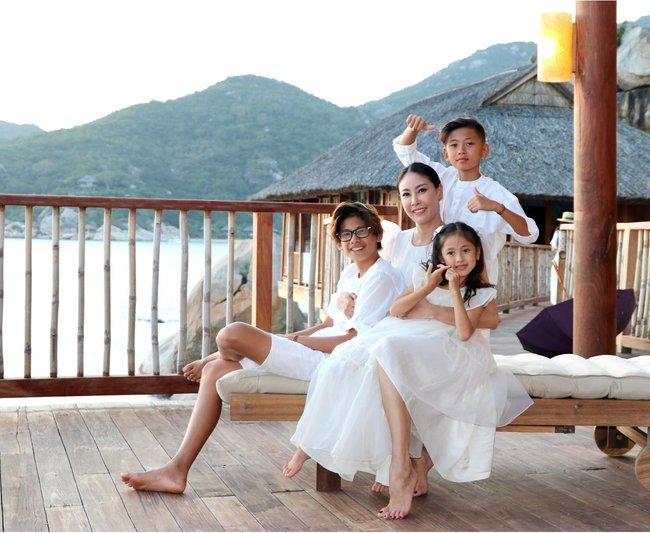 Gia đình Hà Kiều Anh nghỉ dưỡng ở Nha Trang - Ảnh 2.