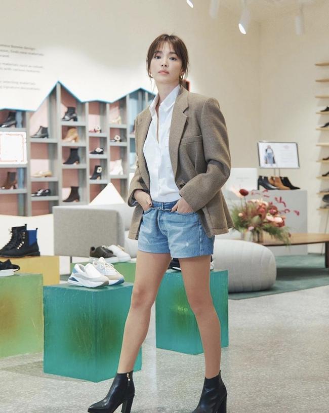 """Song Hye Kyo cứ diện quần shorts là hay bị """"fail"""", chị em xem mà rút ra được kha khá bài học - Ảnh 3."""