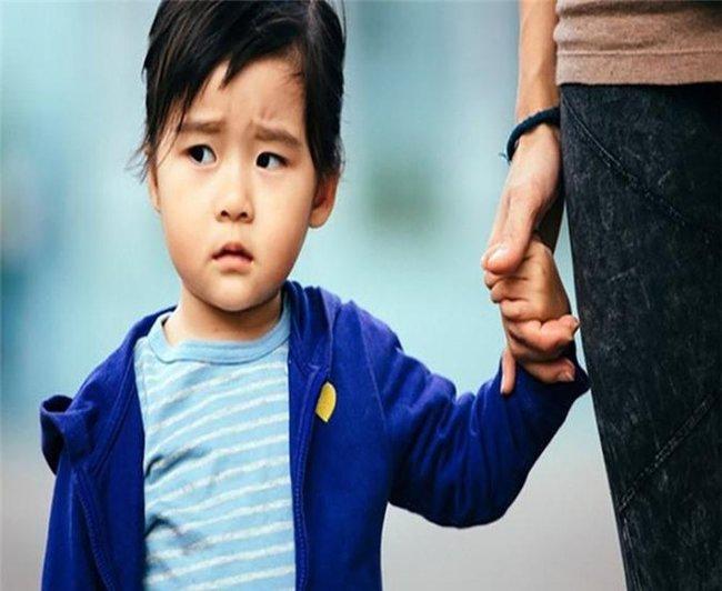 Bố mẹ đừng chủ quan khi con hay nổi nóng, vì trẻ nóng tính lớn lên khó thành công, thu nhập thấp - Ảnh 1.