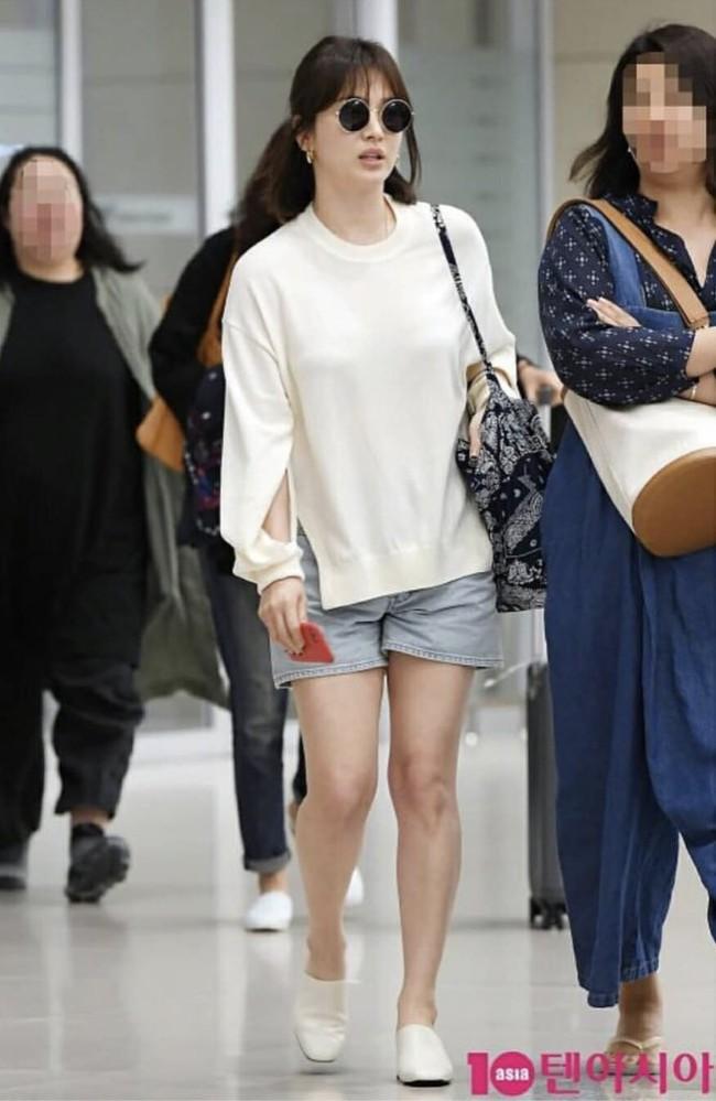"""Song Hye Kyo cứ diện quần shorts là hay bị """"fail"""", chị em xem mà rút ra được kha khá bài học - Ảnh 1."""