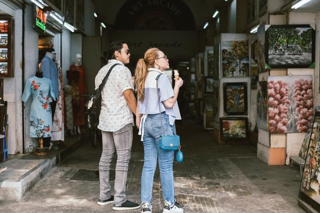 Thanh Hà và bạn trai Roland tình tứ khóa môi khi cùng dạo phố Sài Gòn - Ảnh 5.