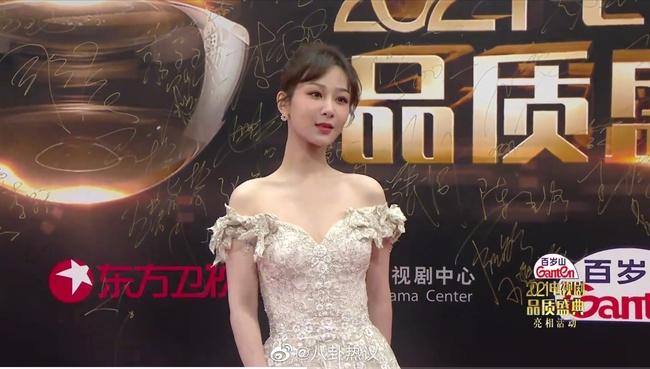 Dương Tử chính là nàng mỹ nhân chiếm trọn spotlight trong sự kiện này.