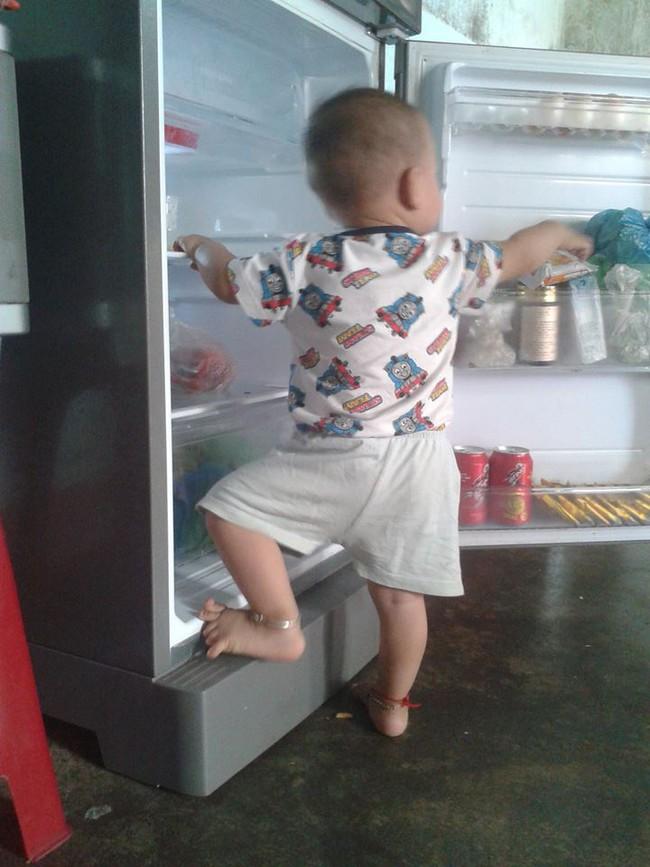 """Mẹ trẻ lên mạng cầu cứu vì con tối ngày mở tủ lạnh, ngờ đâu nhiều nhà còn chịu cảnh khủng khiếp hơn mà chỉ biết """"bó tay"""" bất lực - Ảnh 6."""