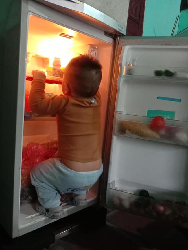 """Mẹ trẻ lên mạng cầu cứu vì con tối ngày mở tủ lạnh, ngờ đâu nhiều nhà còn chịu cảnh khủng khiếp hơn mà chỉ biết """"bó tay"""" bất lực - Ảnh 1."""