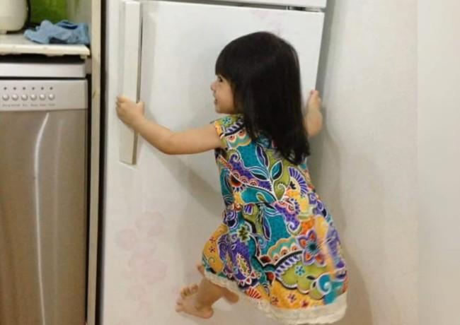 """Mẹ trẻ lên mạng cầu cứu vì con tối ngày mở tủ lạnh, ngờ đâu nhiều nhà còn chịu cảnh khủng khiếp hơn mà chỉ biết """"bó tay"""" bất lực - Ảnh 5."""