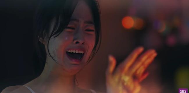 """Cuộc chiến thượng lưu tập 6: Eunbyul được """"tẩy trắng"""" đổ tội cho Seok Kyung giết Ro Na, Oh Yoon Hee đau đớn ôm con gái òa khóc? - Ảnh 3."""