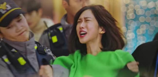 """Cuộc chiến thượng lưu tập 6: Eunbyul được """"tẩy trắng"""" đổ tội cho Seok Kyung giết Ro Na, Oh Yoon Hee đau đớn ôm con gái òa khóc? - Ảnh 7."""