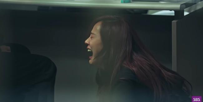 """Cuộc chiến thượng lưu tập 6: Eunbyul được """"tẩy trắng"""" đổ tội cho Seok Kyung giết Ro Na, Oh Yoon Hee đau đớn ôm con gái òa khóc? - Ảnh 6."""