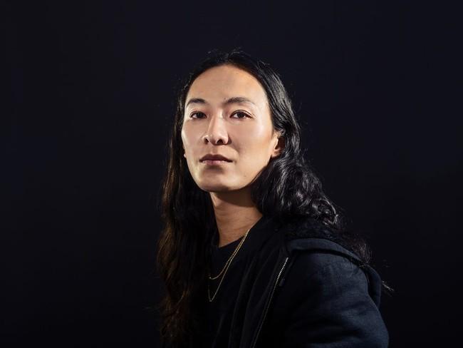 Nhà thiết kế gốc Á nổi tiếng thế giới Alexander Wang lại bị nam sinh viên tố tấn công tình dục với hành động biến thái giữa chốn đông người  - Ảnh 1.