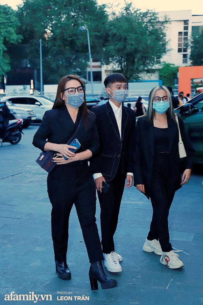 """Mẹ con Phi Nhung - Hồ Văn Cường xuất hiện gần gũi bên nhau sau ồn ào """"xin lỗi mẹ không dạy được con"""" - Ảnh 3."""