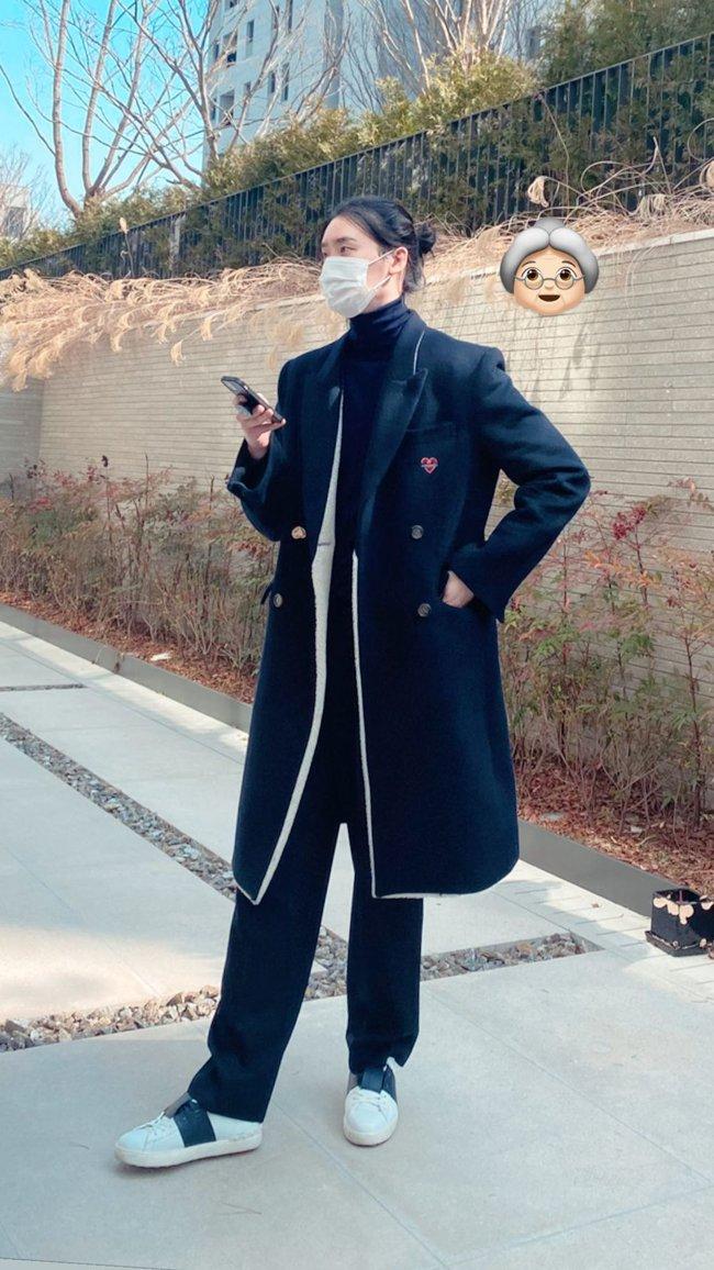 Lee Jong Suk ngày càng xuống dốc nhan sắc, nhận không ra nam thần Kbiz một thời với mái tóc dài buộc cao - Ảnh 1.