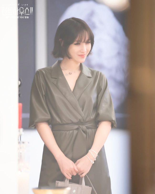 Lee Ji Ah tái xuất Penthouse 2 với mái tóc ngắn: Độ sang xịn lên một tầm cao mới, trẻ và chất đến độ không ai nghĩ đã 43 tuổi - Ảnh 4.