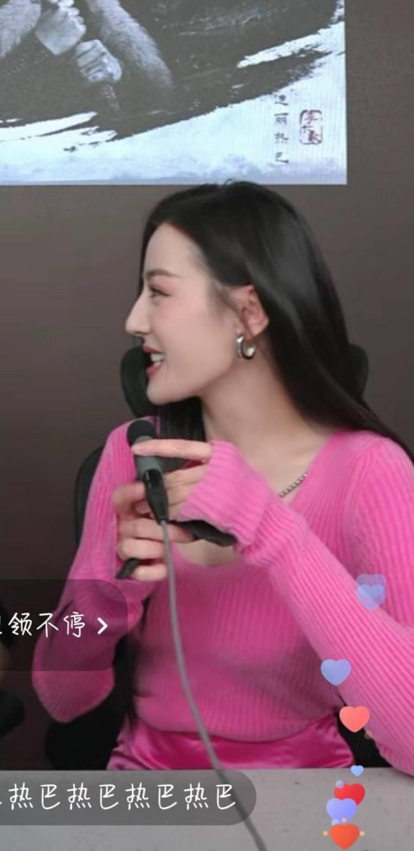 Địch Lệ Nhiệt Ba hiện rõ mặt cứng đơ, lộ dấu hiệu tuổi tác trên sóng livestream, fan bênh vực do lỗi make up - Ảnh 4.
