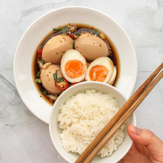 Học cách làm gái đảm, loại bỏ nhàm chán mùa covid và góp phần giải cứu nông sản quê hương cùng món trứng ngâm tương siêu ngon lại đưa cơm của cô gái Hải Dương - Ảnh 7.