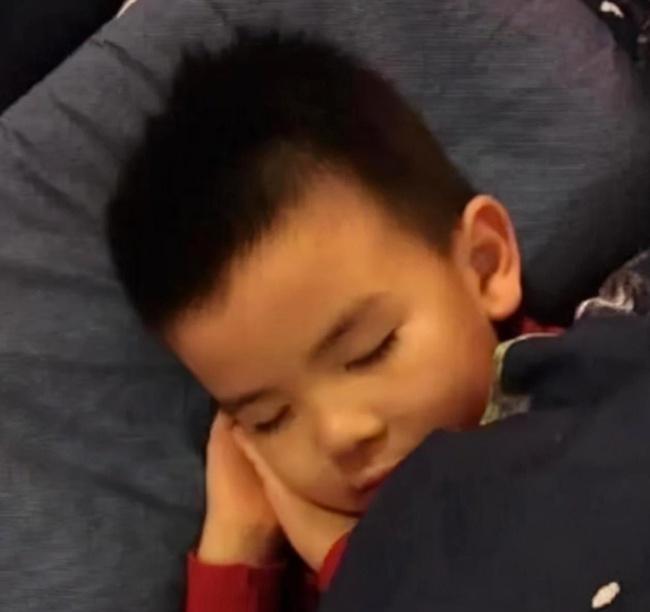 """Sao hạng A Cbiz Tần Hải Lộ sinh """"em bé khổng lồ"""", sau 5 năm nhìn ngoại hình đứa trẻ mà khán giả kinh ngạc - Ảnh 5."""