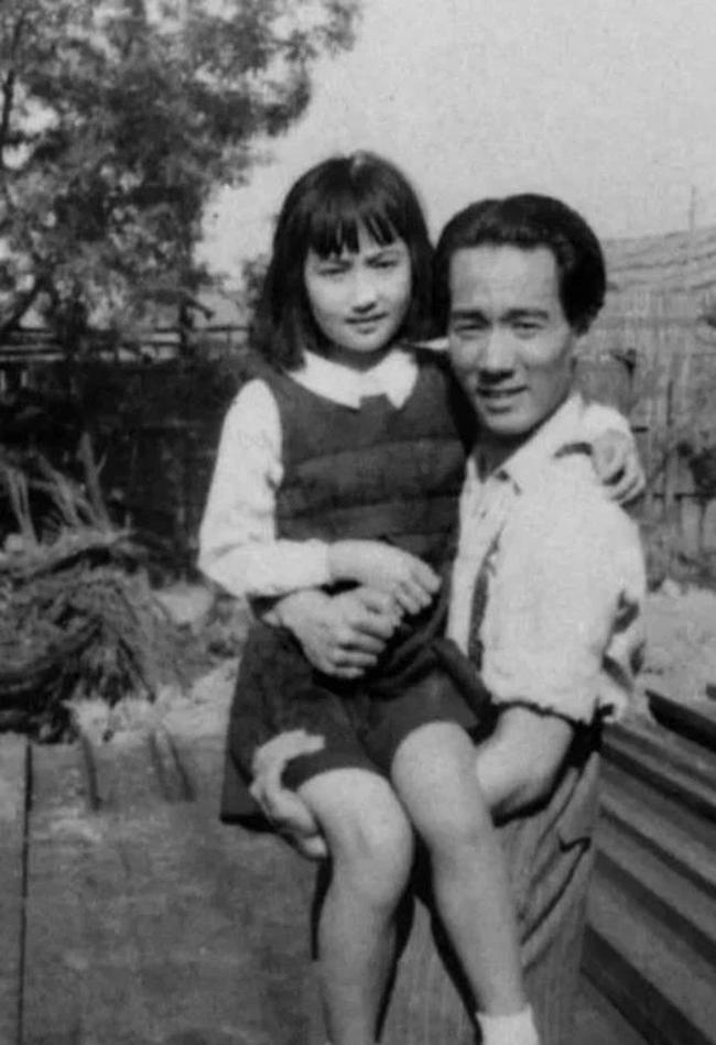 """Hơn kém nhau 12 tuổi, từng là """"cha con"""", người đàn ông 59 tuổi kết hôn với con gái sau 37 năm xa cách, ông qua đời, vợ phải đối mặt với một sự kiện chấn động! - Ảnh 4."""