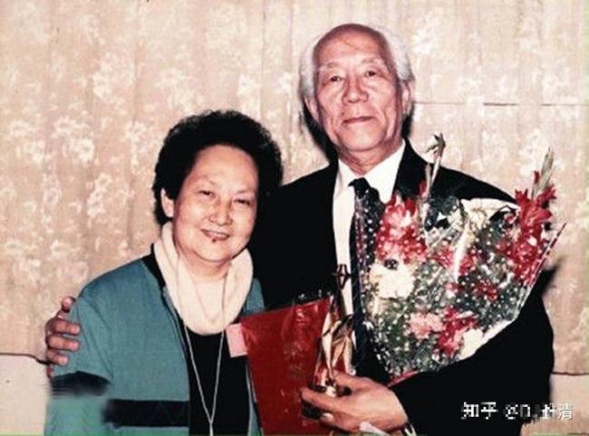 """Hơn kém nhau 12 tuổi, từng là """"cha con"""", người đàn ông 59 tuổi kết hôn với con gái sau 37 năm xa cách, ông qua đời, vợ phải đối mặt với một sự kiện chấn động! - Ảnh 6."""