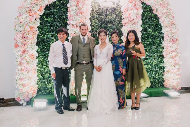 """Cuộc tình """"anh Quang chị Ngọc"""" qua lời kể lầy lội của cô con gái hot facebooker lấy chồng Mỹ và bài học hôn nhân cha mẹ không cần dạy dỗ - Ảnh 1."""