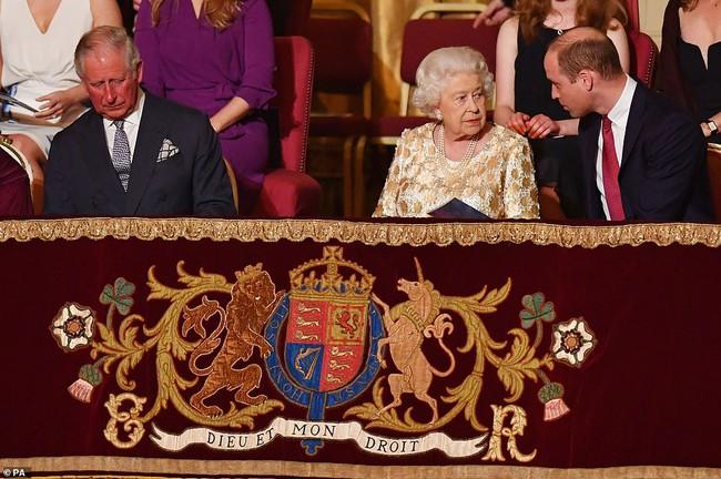 """Hậu chương trình bom tấn của nhà Sussex: Meghan Markle tung ảnh mới """"trêu ngươi"""", hoàng gia Anh bị nổ tung - Ảnh 2."""
