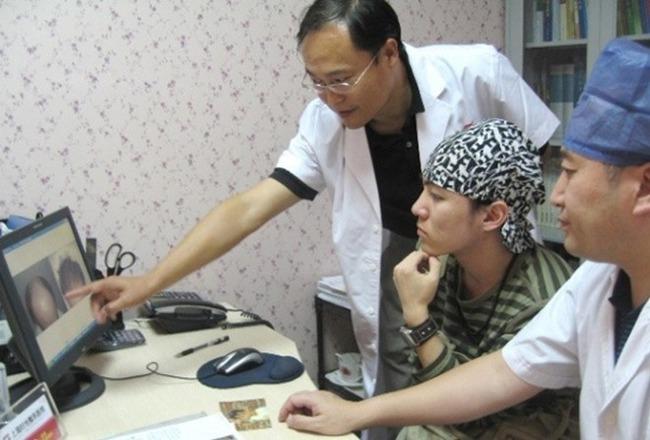 Cậu bé Tam Mao đình đám ngày ấy: Học nhiều trường nổi tiếng nhưng đời vẫn không phất lên được, còn mắc bệnh lạ khiến ai cũng thương - Ảnh 5.