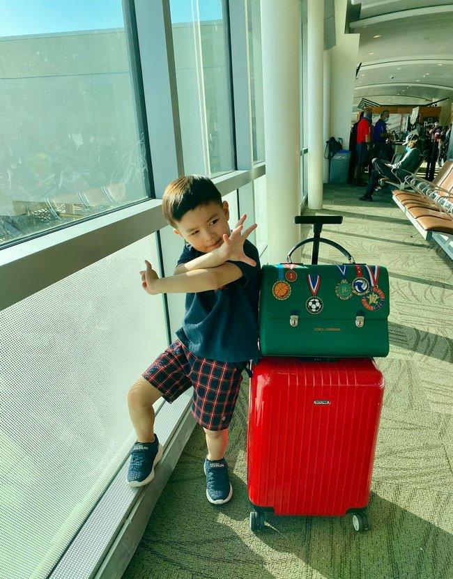 Con trai 4 tuổi của Đan Trường: Check-in sang chảnh đi Hawaii, điển trai lại còn dùng toàn đồ hiệu nhìn mà ngưỡng mộ - Ảnh 4.