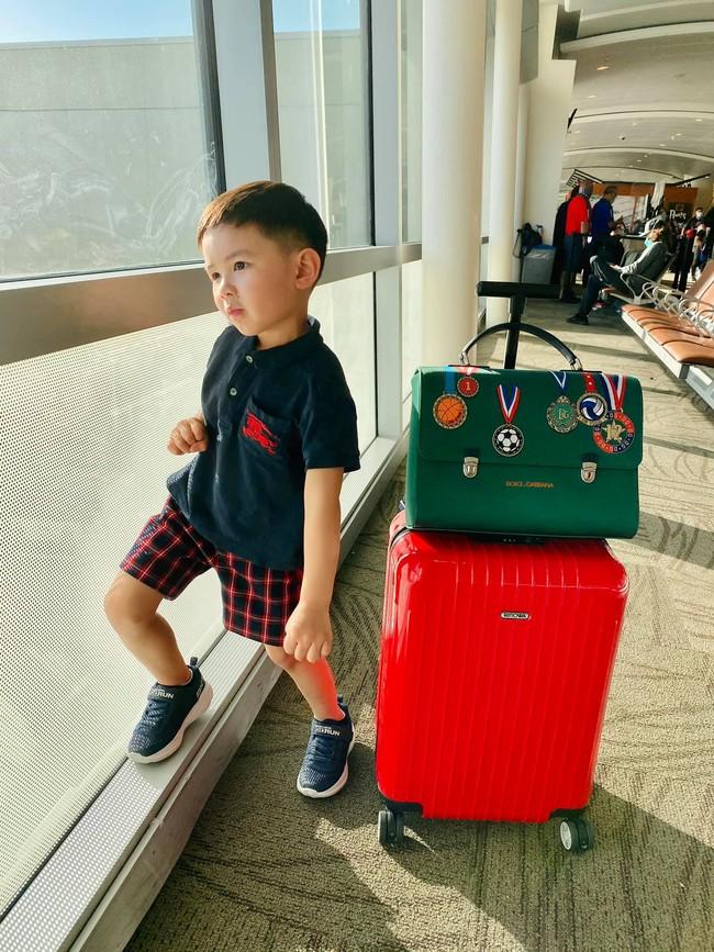 Con trai 4 tuổi của Đan Trường: Check-in sang chảnh đi Hawaii, điển trai lại còn dùng toàn đồ hiệu nhìn mà ngưỡng mộ - Ảnh 2.