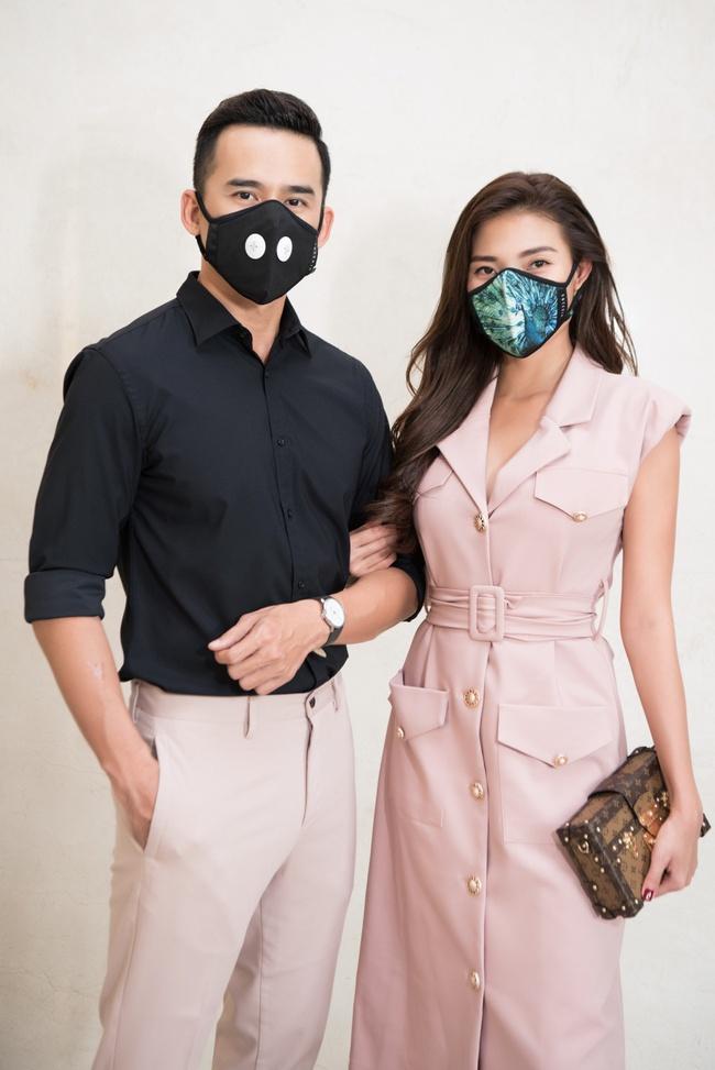 Thúy Diễm - Lương Thế Thành đeo khẩu trang đưa con trai cưng đi chơi phố  - Ảnh 5.