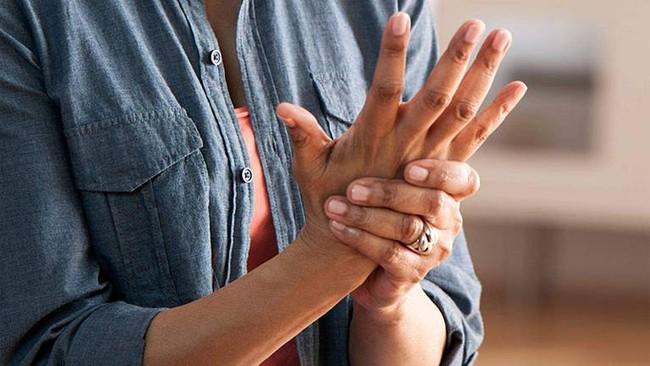 """Tê tay tuy là chuyện thường nhưng hãy cẩn thận, nó cũng là dấu hiệu cảnh báo sớm của 5 loại bệnh """"chết người"""" sau - Ảnh 1."""