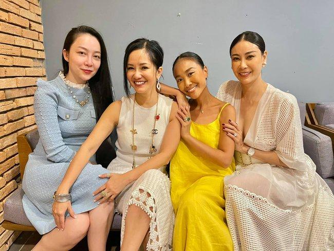 """Dàn """"hot kid"""" Vbiz lại hội tụ trong sinh nhật cặp sinh đôi nhà diva Hồng Nhung, vẻ xinh xắn của con gái Đoan Trang chiếm """"spotlight"""" - Ảnh 5."""