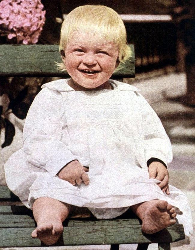 Tuổi thơ cơ cực của Hoàng tế Philip: Mẹ phải nằm viện tâm thần, chị gái bị tai nạn máy bay tử vong, từ hoàng tử lưu vong trở thành phu quân Nữ hoàng Anh - Ảnh 1.