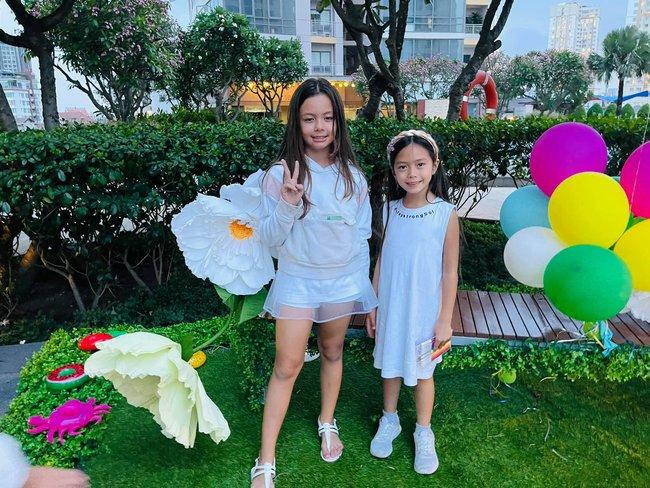 """Dàn """"hot kid"""" Vbiz lại hội tụ trong sinh nhật cặp sinh đôi nhà diva Hồng Nhung, vẻ xinh xắn của con gái Đoan Trang chiếm """"spotlight"""" - Ảnh 3."""