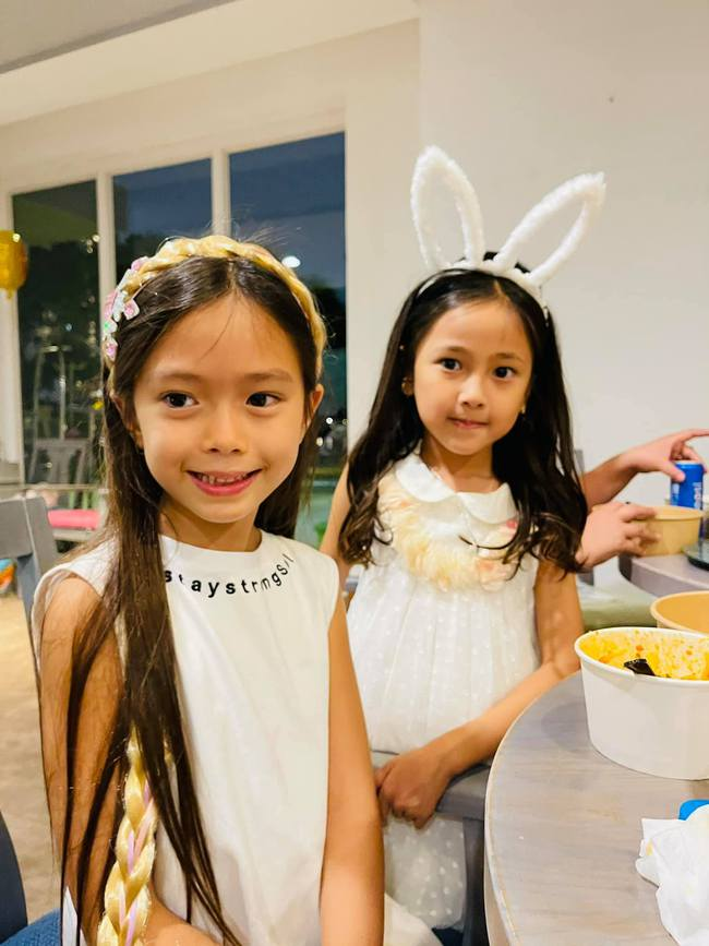 """Dàn """"hot kid"""" Vbiz lại hội tụ trong sinh nhật cặp sinh đôi nhà diva Hồng Nhung, vẻ xinh xắn của con gái Đoan Trang chiếm """"spotlight"""" - Ảnh 4."""