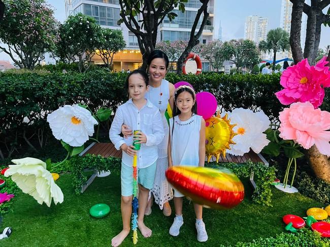 """Dàn """"hot kid"""" Vbiz lại hội tụ trong sinh nhật cặp sinh đôi nhà diva Hồng Nhung, vẻ xinh xắn của con gái Đoan Trang chiếm """"spotlight"""" - Ảnh 2."""