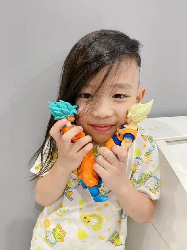 Con trai Ốc Thanh Vân đòi đi ăn xin ở Dubai, nhìn sang mái tóc của cậu bé, mọi người vừa cười vừa phục cách nuôi dạy con của nữ MC  - Ảnh 1.