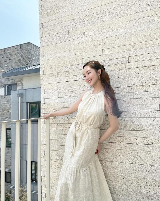 Soi cận nhan sắc ở tuổi 35 của Park Min Young trong hình do người qua đường chụp - Ảnh 3.