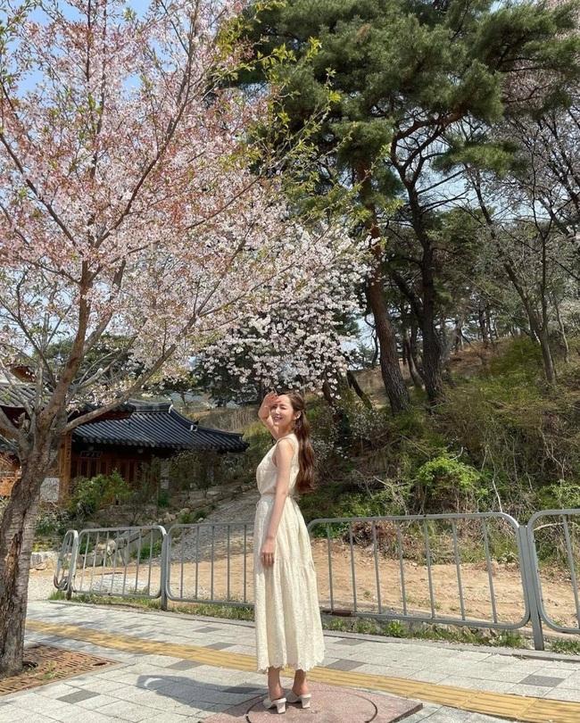 Park Min Young và Park Seo Joon cùng nhau đi ngắm hoa anh đào? - Ảnh 2.