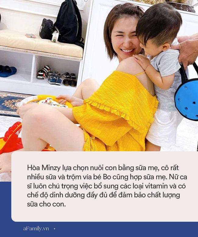 Vừa đi về chưa kịp thay váy áo, Hòa Minzy đã bị con trai vạch ra đòi ti, nuôi con bằng sữa mẹ nhưng nữ ca sĩ lại gây tranh cãi vì 1 điều - Ảnh 4.