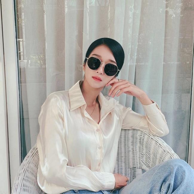 """""""Điên nữ"""" Seo Ye Ji chỉ diện sơ mi trắng basic mà vẫn sang chảnh ngút ngàn, chị em muốn lên đời style thì nên tham khảo - Ảnh 1."""