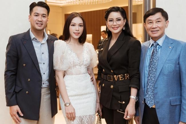 """Linh Rin thân thiết bên bố chồng Hà Tăng - tỷ phú Johnathan Hạnh Nguyễn, vị trí """"nàng dâu hào môn"""" đã gần lắm rồi - Ảnh 3."""