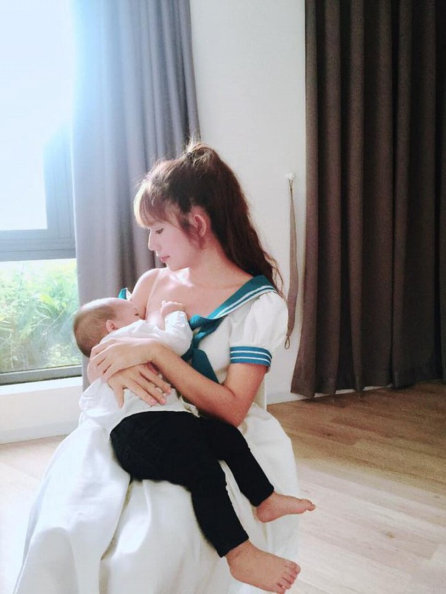 """Khoe ảnh cho con bú, Hòa Minzy trông rõ khổ, một người khiến dân mạng thốt lên: """"Cho con bú thôi chị có cần phải đẹp thế không?"""" - Ảnh 12."""