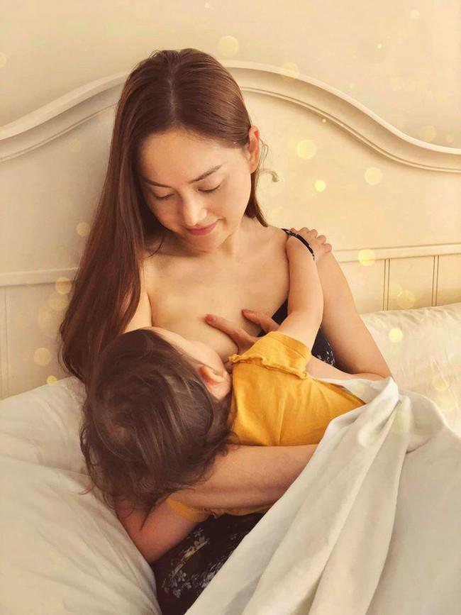 """Khoe ảnh cho con bú, Hòa Minzy trông rõ khổ, một người khiến dân mạng thốt lên: """"Cho con bú thôi chị có cần phải đẹp thế không?"""" - Ảnh 7."""