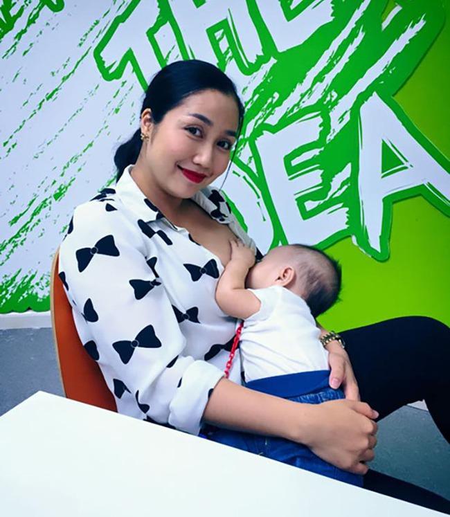 """Khoe ảnh cho con bú, Hòa Minzy trông rõ khổ, một người khiến dân mạng thốt lên: """"Cho con bú thôi chị có cần phải đẹp thế không?"""" - Ảnh 14."""