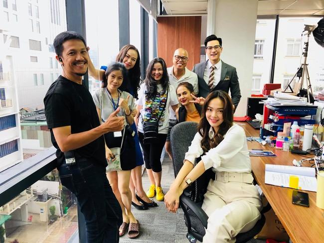 Xem Minh Hằng nhá hàng tạo hình trong phim mới mà phải công nhận: Đây chính là nàng công sở mặc đẹp top đầu màn ảnh Việt - Ảnh 2.